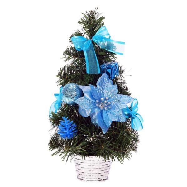 искусственная елка с синими украшениями