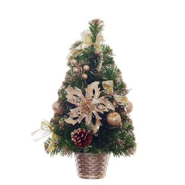 искусственная елка с золотыми украшениями